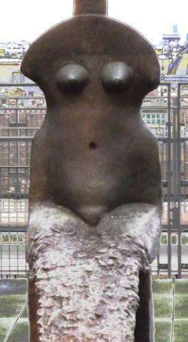 femme sculpture beaubourg.jpg